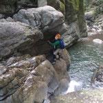 いきなりの難関。滝壺に落ちそうで、怖かった