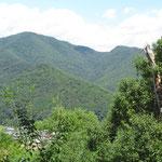 虎御前山の一番北の端からは、小谷山が眼前に見えます。
