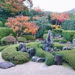 頼久寺の小堀遠州作の初期のお庭。蓬莱式枯山水