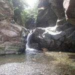 滝谷分岐を過ぎてすぐの3m滝も手強く。