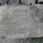 """""""Sandsteinbank"""" im """"Oberen Zementmergel"""", angewitterter Querbruch; Mergelbruch (Photo Heyng  2003)"""