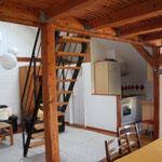 Blick in Küche und Wohnbereich
