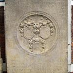Grabstein aus Sandstein von 1659 nach der Restaurierung