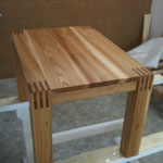 Salontisch aus Massivholz