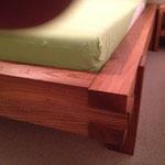 Bett aus Ulmenholz gebürstet und geölt
