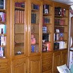 Création et fabrication d'un ensemble bibliothèque. Réalisé en bois de chêne.