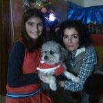 Peke pasando ya las navidades junto a su nueva familia
