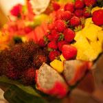 Zum Nachtisch gab es unter anderem eine große Platte Obst
