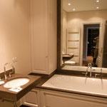 Badezimmereinbauten mit Schrank