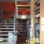 В распоряжении студентов - библиотека, где они могут спокойно подготовиться к экзаменам