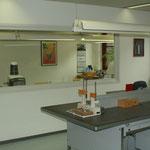 Arbeitsraum mit Blick zum Keramikraum