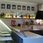 Küche_Bar_Hochglanz/MDF Laminate/Eiche