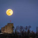 Vollmond über Schloss Habsburg