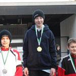 Gold für Chrsitian, , li. Leon-Benedict Schock CSC, re. Niklas Armbrust SV Nienhagen