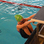 Madeleine schießt gleich ins Wasser