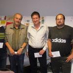 Die besten Schafkopfspieler des Turniers waren Richard Bösl, Engelbert Roith, Albert Alt und Martin Nagl (v. links). Schützenmeister Ludwig Dirscherl (rechts) gratulierte.