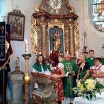 Pfarrer Wismeth gestaltete mit Mitgliedern den Festgottesdienst in der Pfarrkirche.
