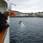 Rettungsboot zu Wasser gelassen