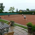 Das letzte Doppel wurde bei Regen beendet.