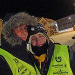 Niels und ich als freiwillige Helfer beim Finnmarksløpet - Checkpoint Kirkenes