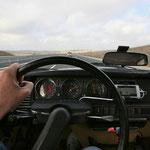 La voiture ronronne à 130 km/h