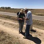 Rencontre avec une pèlerine canadienne et un paysan qui nous offre des amandes