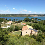 Belles villas au bord de la mer de Berre