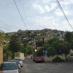 La colline a de nombreuses maisons