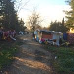 Un camp de roms adossé à la fondation