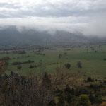 Au fond de la vallée se trouve Caussols
