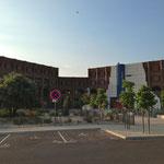 Lycée-théatre ressemblant à une ruine antique
