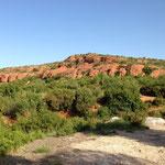 Colines roses et désertiques