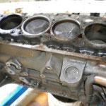 Bloc moteur et têtes de pistons