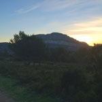 Le soleil se lève derrière le mont Puget