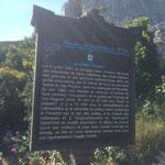 Une plaque décrivant la grotte sous marine Cosquer au col de Sormiou