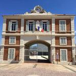 Très beau bâtiment qui mêne au casino de La-Seyne