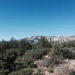 Les falaises du Devenson au loin