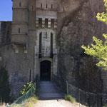 On peut quitter la citadelle par un autre sentier
