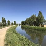Durant plusieurs kilomètres je suis un canal qui apporte un peu de fraicheur