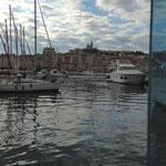 Traversée du Vieux Port