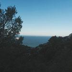 Belle journée, le phare du Planier au loin