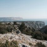 Les falaises d'En Vau et le Cap Canaille au loin