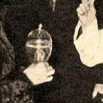 l'Urne lors de la remise en 1975 à St Denis ( y a-t-il du vermeil à la liaison des 2 parties ?)