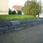 Natursteinmauer Kestenholz