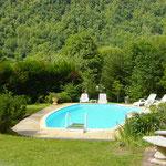 La piscine avec vue panoramique sur les pyrénées ariégoises.