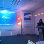 "Tania Pelamatti durante su ponencia ""Is marine debris a threat to oceanic mnta rays in the Mexican Pacific Ocean?"""