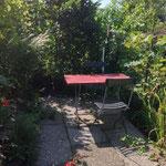 kleiner sitzplatz im kleinen rebberg der CASA LEONE, MALCANTONE