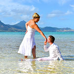 Brautpaar im Wasser auf Mauritius
