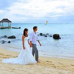 Spaziergang am Strand auf Mauritius