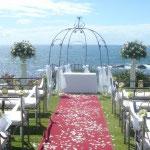 Hochzeit auf der Terrasse eines Kapstädter Hotels mit Ausblick aufs Meer